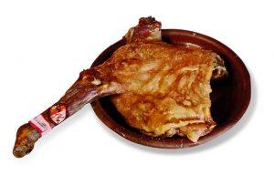 Lechazo en horno de leña Restaurante Mesón Don Pelayo