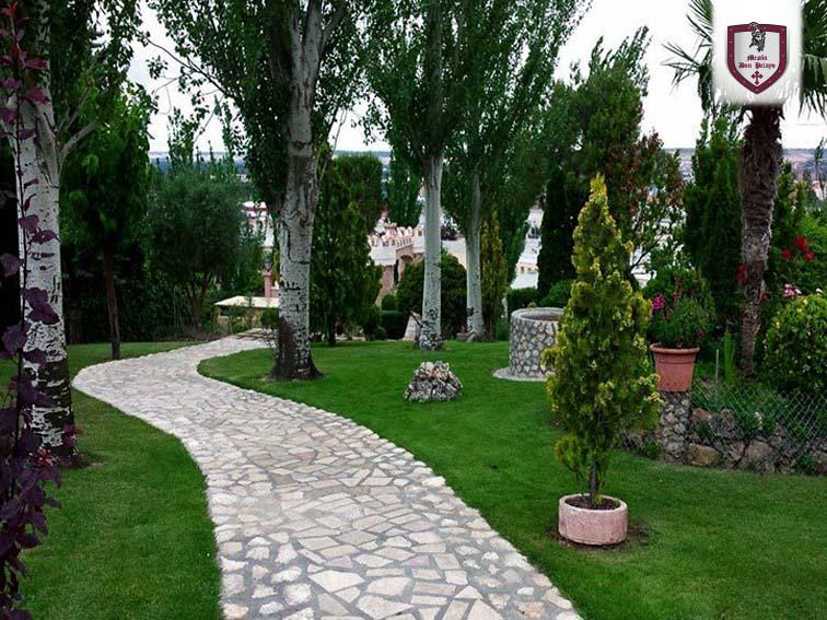 Vistas a los jardines Restaurante Mesón Don Pelayo